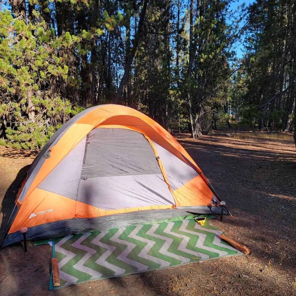 Tent camping at Paulina Lake Campground